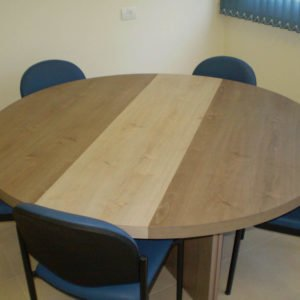 שולחן ישיבות