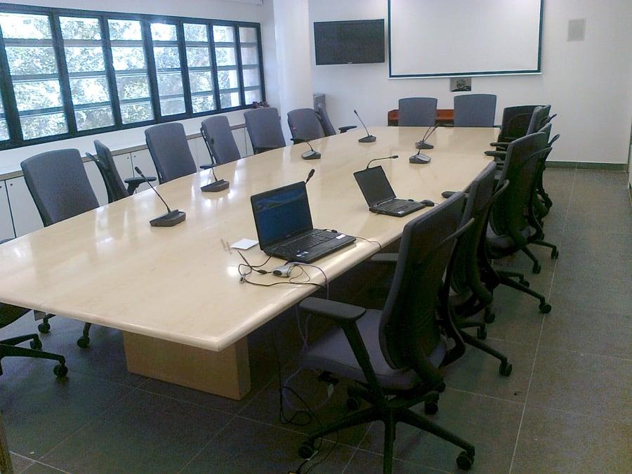 שולחן ישיבות א.ד מירז שולחן ישיבות
