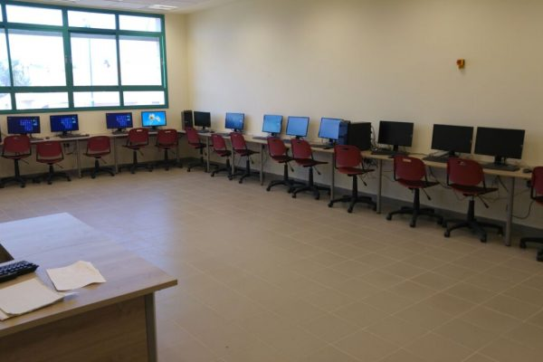 כיתת מחשבים היקפית תיכון גודלה נס ציונה