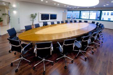 כך תבחרו שולחן ישיבות לריהוט המשרדי שלכם